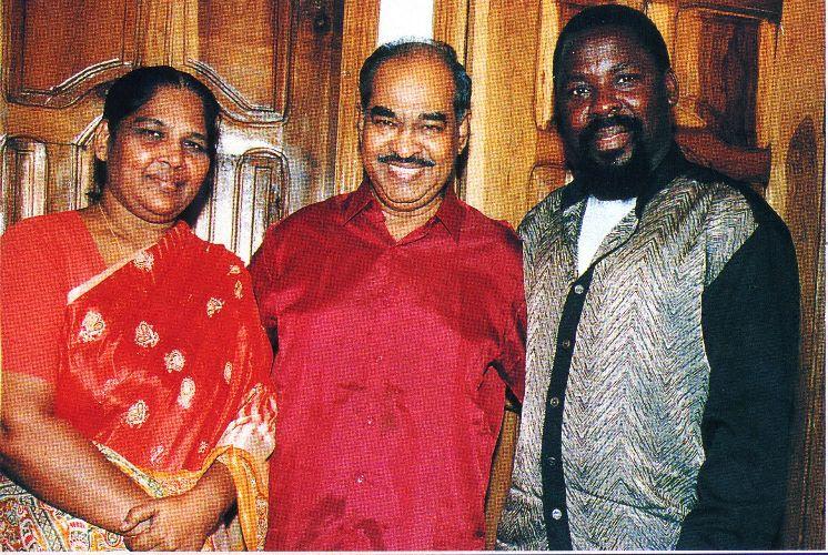 Пророк T.B. Joshua с доктором и миссис D.G.S. Dhinakaran - основателями служения зов Иисуса в Индии