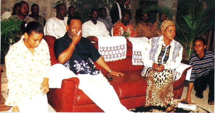 Принцесса Sibusile, Король Zwelithini с королевой Buhle на служении в Синагоге