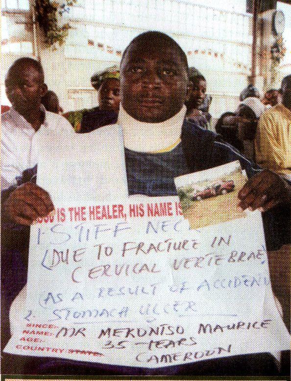 У Merontso Maurice из Камеруна не гнётся шея