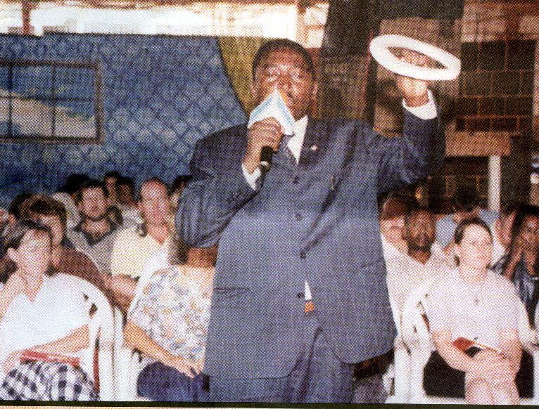 Мистер Merontso Maurice свидетельствует   об исцеляющей силе Бога в Его Слове