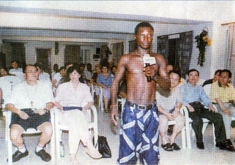 Мистер Richard Uti вернулся, исполненный радостью, чтобы засвидетельствовать, что Иисус убрал его боль