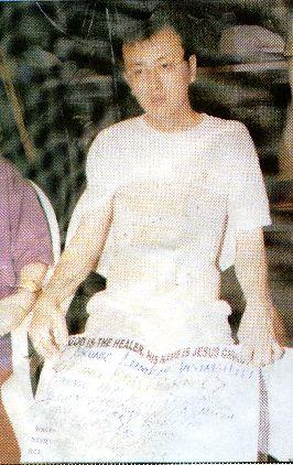 Хонг Сеонг Хун пришел в Церковь Синагога в Лагос страдая многими заболеваниями, которые заставляли его носить корсет